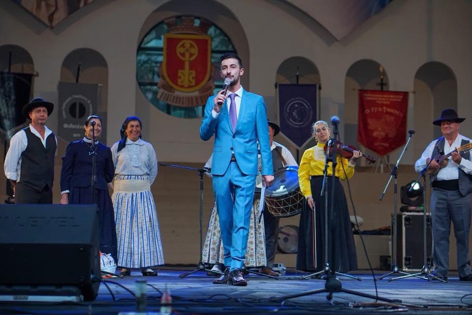 Теодор Тодоров - Teo водещ на сцената на празниците на родно Хасково #TopHost